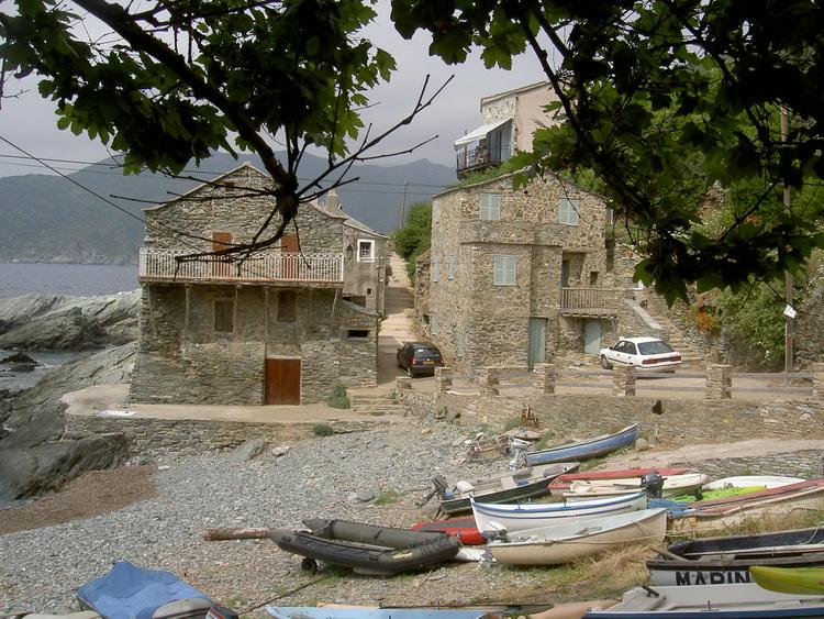maisons bord de mer dans le Cap Corse
