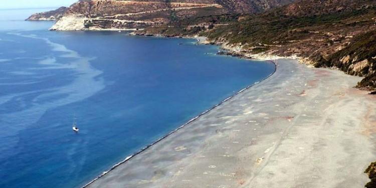 plage de nonza, avec inscriptions